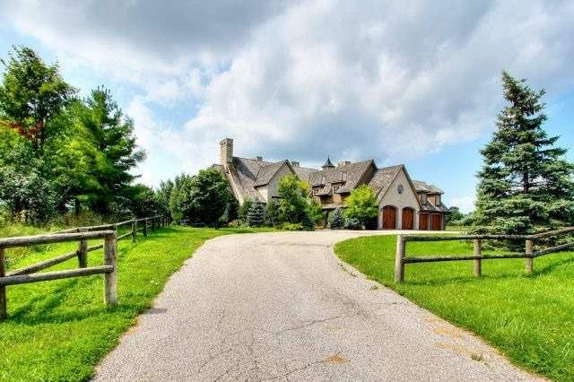 home for sale at 1640 16th Sideroad