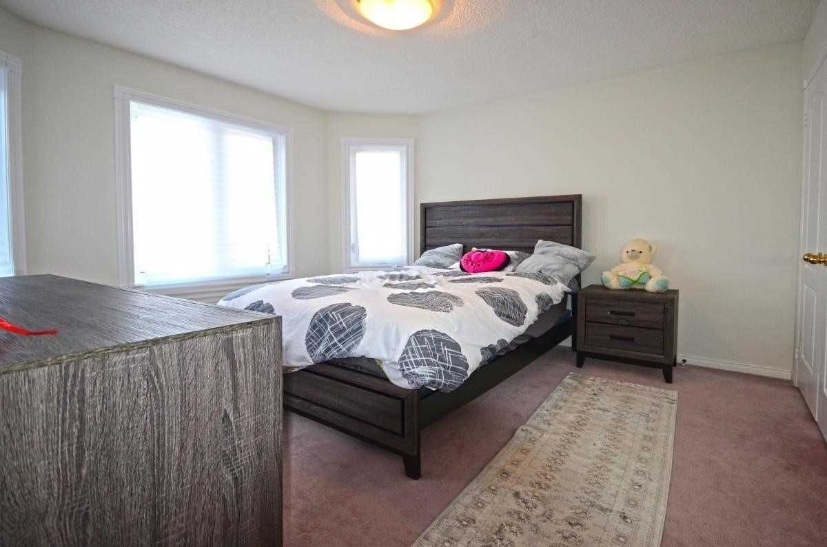 152 Carlyle Crescent for sale